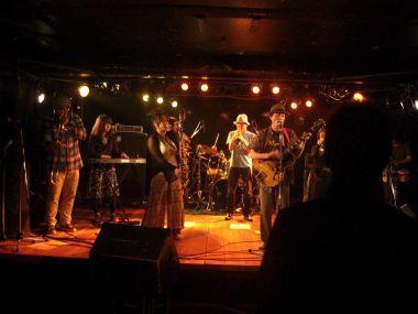 MOHIKAN FAMILY'S | オフィシャルブログ | 昨日のライブは久しぶりのサンホールでのライブでした!