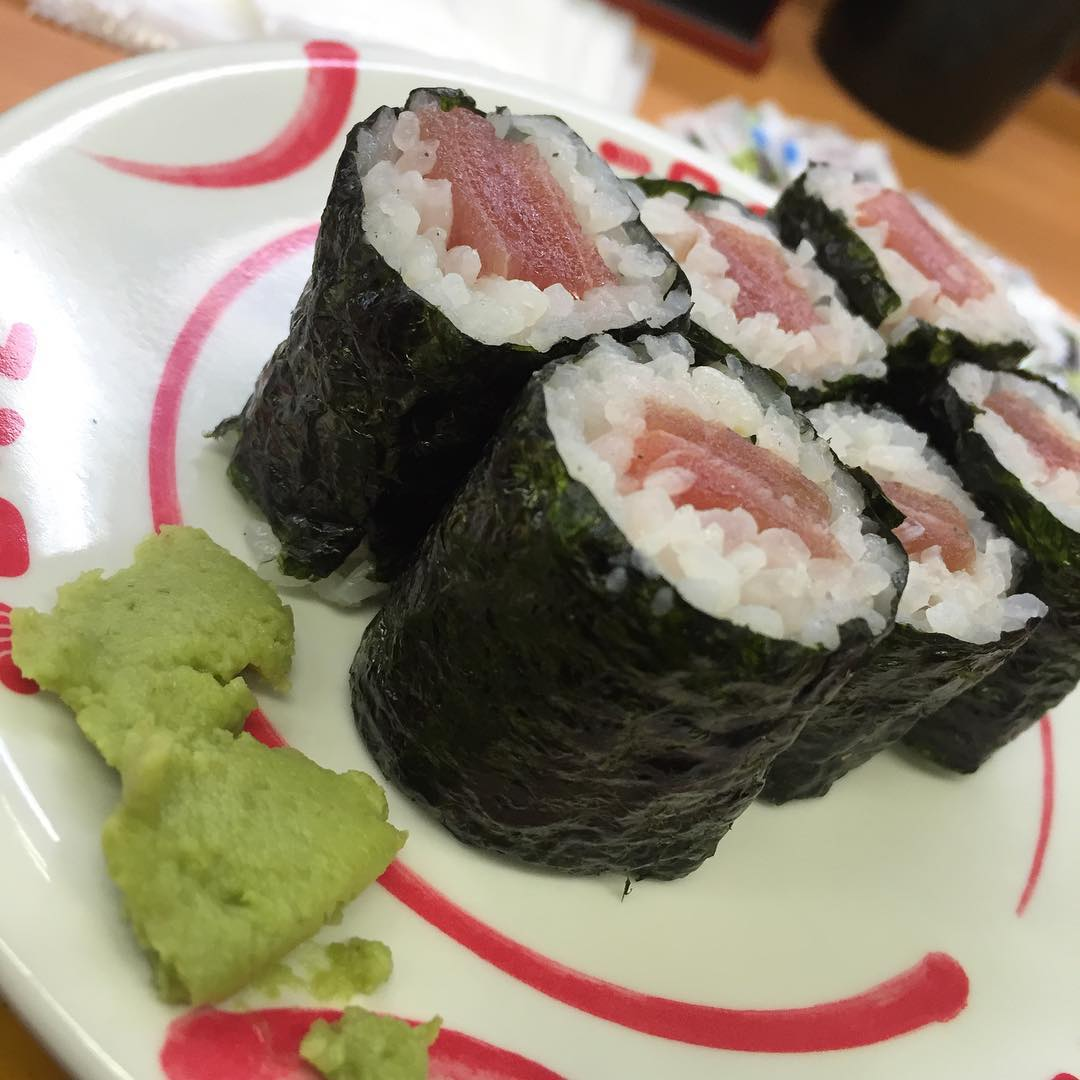 <br /> 今日起きて韓国で買った韓国海苔ではない普通の焼き海苔を食べたら寿司の事が恋しくなったので寿司🍣<br />
