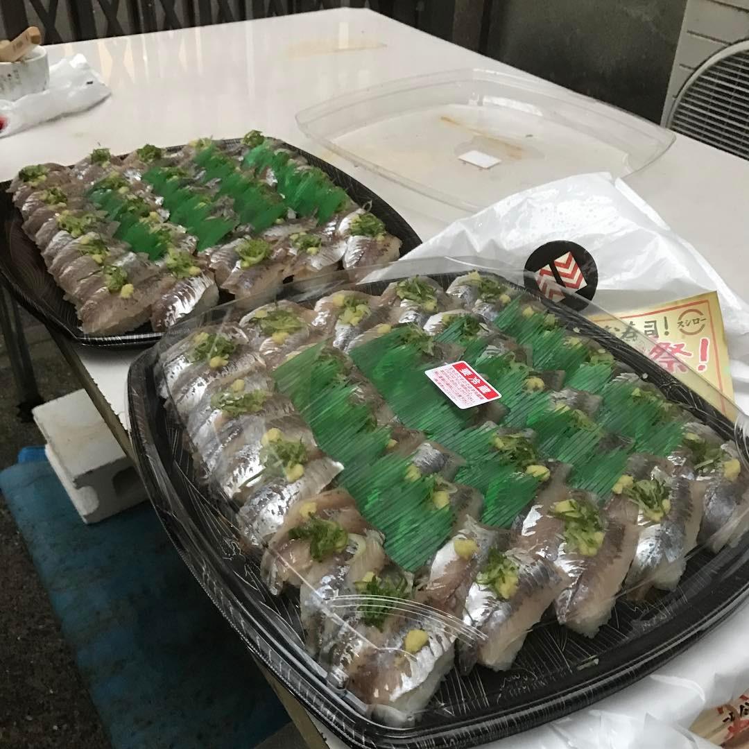 昨日はとても疲れたけど、充実した濃い一日でした🍣 そして今日が健康診断な事を忘れて二日酔いなのです🍣 振る舞い寿司は見事に完売🍣 #寿司