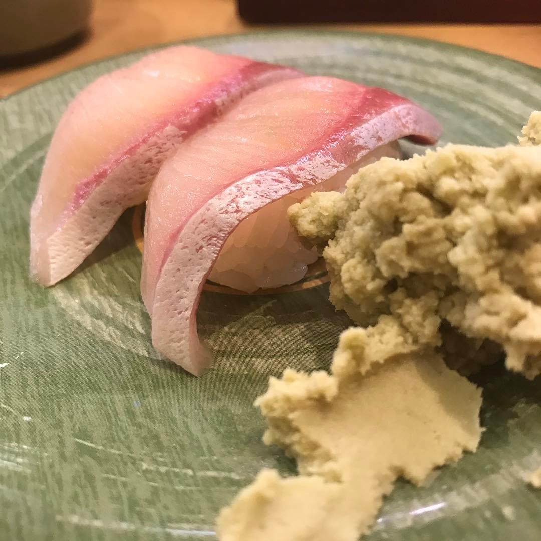 <br /> 次のモヒカンファミリーズのライブは岡山津山のマヅメさんでライブなので僕も負けじとお寿司の練習をしておきます🍣🍣 #寿司<br />