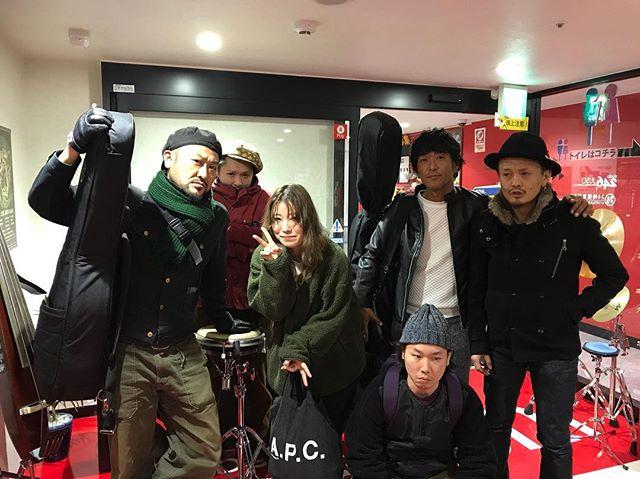 明後日のラスティックジャンボリー、街灯ノスタルジー、バイオリンで参加しますヨ🎻 シゲさんと東京で同じステージに立つのは10年ぶりですナ。