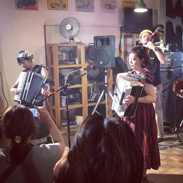 モヒカンファミリーズ、昨日のライブはめっちゃ盛り上がりました!最高でした!来てくれた皆さまありがとうございました😊😊 ギャラップ、クルーの方々もありがとうございました😊😊 #gallup #mohikanfamilys #モヒカンファミリーズ #gypsymusic #tarantella #folkrock