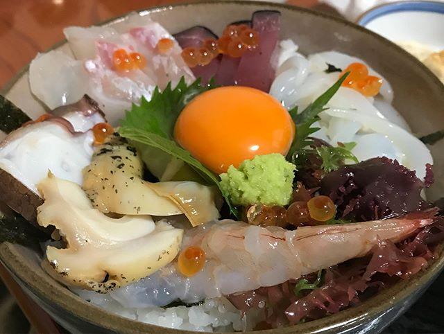 海鮮丼行きました!めっちゃ美味い😋 今治の魚! しまなみの魚! 大三島の魚! よし川の魚! 俺たちの魚!